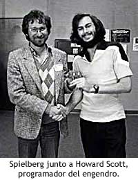 Spielberg junto Howard Scott, programador del juego