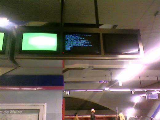 Ordenadores reiniciando en las pantallas del Metro de Madrid