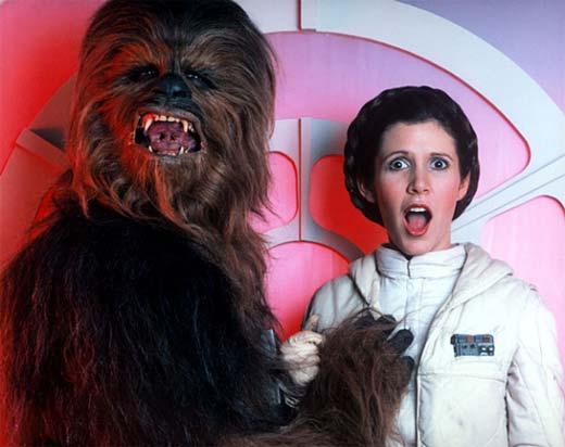 Chewbacca metiéndole mano a Leia