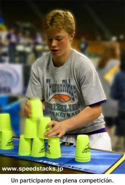 Stacking, el deporte de apilar vasos