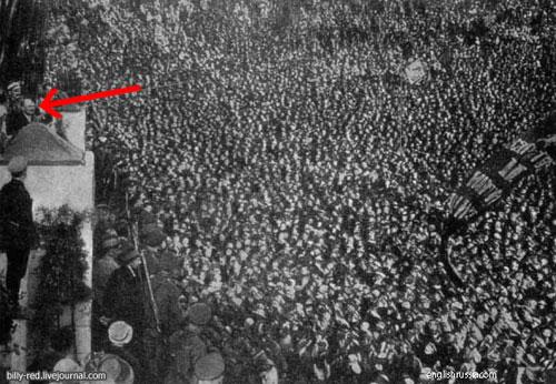 El retoque fotográfico en la Unión Soviética - Discurso de Lenin retocado para añadir más oyentes