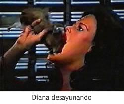 Diana comiendo un hamster