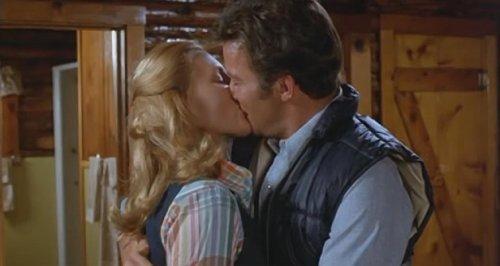 Tarántula (1977) - El beso