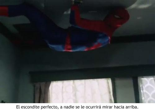 Spider-man japonés - Trepando al techo
