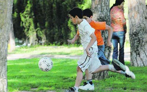 Las vacaciones de verano - fútbol en el parque